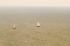 Veleiros do litoral irlandês do sul Imagem de Stock