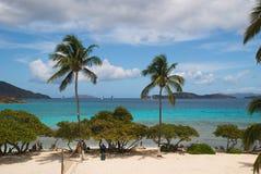 Veleiros fora de St Thomas, E.U. Ilhas Virgens Fotos de Stock Royalty Free