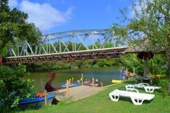 Veleka河桥梁和码头 库存照片