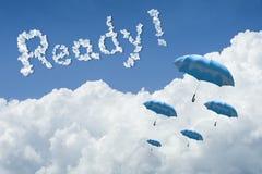 Velen blauwe paraplu die hierboven tegen Blauwe hemel en wolk drijven Zonnige dag cloudscape sluit omhoog de wolk Klaar tekst Kri royalty-vrije illustratie