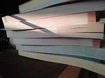 Velen boeken gezette bekleding royalty-vrije stock foto's