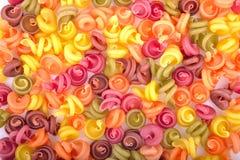 Velen gekleurde macaroni Stock Afbeeldingen