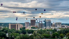 Velen hete lucht ballonns lanceren over Boise Idaho stock fotografie