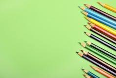 Velen kleurrijk potlood Stock Afbeeldingen