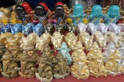 Velen kleurrijke Ganesha, Olifanten en Buddhas-standbeelden royalty-vrije stock fotografie