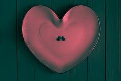 Velen kleurrijke kleine harten houten achtergrond Stock Foto's