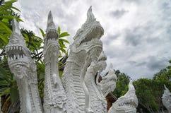 Velen leidden Naga-standbeeldclose-up - decoratie bij elk Boeddhistisch t Stock Foto's