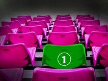Velen magenta en groene 1st zetel, winnaarconcept Stock Afbeeldingen