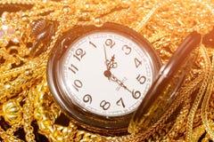 Velen ontwerpen gouden juwelen en zakhorloge Royalty-vrije Stock Afbeelding