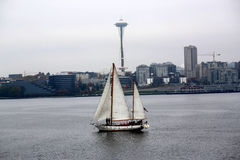 Velero cerca de Seattle Washington Imagenes de archivo