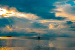 Velero cerca del coste de Rodrigues Imágenes de archivo libres de regalías