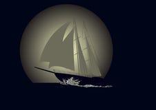 Velero contra un fondo de la luna Fotografía de archivo
