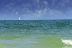 Velero en el Golfo de México, la Florida imagen de archivo libre de regalías