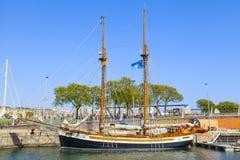 Velero en el puerto de Barcelona Foto de archivo