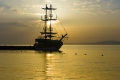 Velero en la bahía Foto de archivo libre de regalías