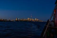 Velero en Toronto en la puesta del sol Imágenes de archivo libres de regalías