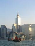 Velero y centro de la convención y de exposición de Hong-Kong Imagenes de archivo