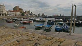 Veleros de la rampa del puerto pesquero Castro Urdiales 44 almacen de metraje de vídeo