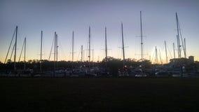 Veleros en la puesta del sol Fotos de archivo libres de regalías