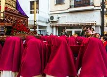 VELEZ-MALAGA, ESPAÑA - 24 de marzo de 2018 gente que participa en Foto de archivo libre de regalías