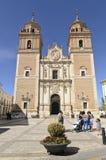Kyrkan och kvadrerar av La Encarnacion i Velez-Rubio, Spanien arkivfoton