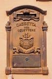 Velho e Rusty Italian Mailbox foto de stock royalty free