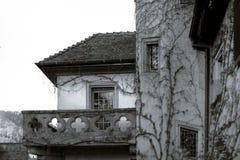 Velho mas renovado alsacien a casa na vila pequena Imagens de Stock Royalty Free