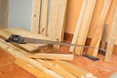 Velho viu com pilha de madeira Fotografia de Stock