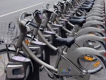Velib cyklar i Paris Arkivbild