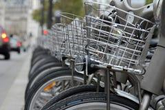 Velib cyklar i Paris, Frankrike Arkivbilder