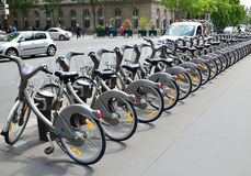 Velib station i Paris royaltyfri fotografi