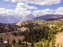 Velika Planina Alpejska ??ka, powietrzna fotografia pi?kna natura na s?onecznym dniu zdjęcie royalty free