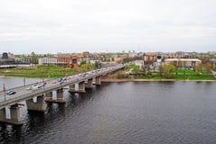 Velikaya-Fluss in Pskov, Russland Lizenzfreie Stockfotos