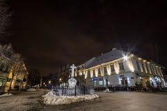 Veliki trg, den huvudsakliga fyrkanten av Zemun, p? natten i vinter Zemun ?r en f?rort av Belgrade, en touristic gr?nsm?rke royaltyfri foto
