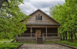 Velikiy Novgorod, Ρωσία - 23 05 2015: Χαρακτηριστική αγροικία στο nort Στοκ εικόνες με δικαίωμα ελεύθερης χρήσης