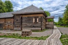 Velikiy Novgorod, Rosja - 23 05 2015: Typowy dom wiejski w nort Zdjęcia Stock
