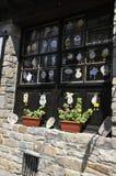 Veliko Tarnovo BG, am 15. August: Andenken-Shop in der mittelalterlichen Stadt Veliko Tarnovo von Bulgarien Stockbilder