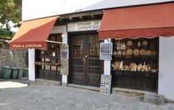 Veliko Tarnovo BG, am 15. August: Andenken-Shop in der mittelalterlichen Stadt Veliko Tarnovo von Bulgarien Stockbild