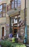 Veliko Tarnovo BG, am 15. August: Andenken-Shop in der mittelalterlichen Stadt Veliko Tarnovo von Bulgarien Stockfotos