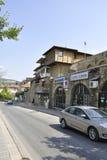 Veliko Tarnovo BG, Augusti 15th: Gammal gata av den medeltida staden Veliko Tarnovo från Bulgarien Arkivfoton