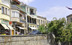 Veliko Tarnovo BG, Augusti 15th: Gammal gata av den medeltida staden Veliko Tarnovo från Bulgarien Arkivfoto