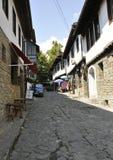 Veliko Tarnovo BG, Augusti 15th: Gammal gata av den medeltida staden Veliko Tarnovo från Bulgarien Royaltyfri Fotografi