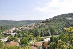 Veliko Tarnovo BG, Augusti 15th: Panorama med den Vorosha grannskapen från Veliko Tarnovo i Bulgarien Fotografering för Bildbyråer