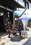 Veliko Tarnovo BG, Augusti 15th: Souvenir shoppar i den medeltida staden Veliko Tarnovo från Bulgarien Arkivbilder