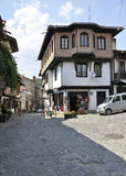 Veliko Tarnovo BG, le 15 août : Vieille rue de la ville médiévale Veliko Tarnovo de Bulgarie Images libres de droits
