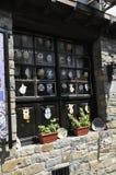 Veliko Tarnovo BG, o 15 de agosto: Loja de lembranças na cidade medieval Veliko Tarnovo de Bulgária Imagens de Stock Royalty Free