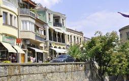Veliko Tarnovo BG, o 15 de agosto: Rua velha da cidade medieval Veliko Tarnovo de Bulgária Foto de Stock