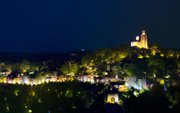 Veliko Tarnovo par nuit Photos libres de droits