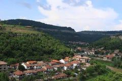 Veliko Tarnovo, Tsarevets к ландшафту Trapezitsa красивому майяскому Стоковая Фотография RF