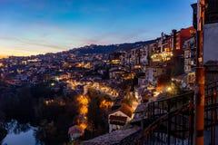 Veliko Tarnovo vu par nuit images libres de droits